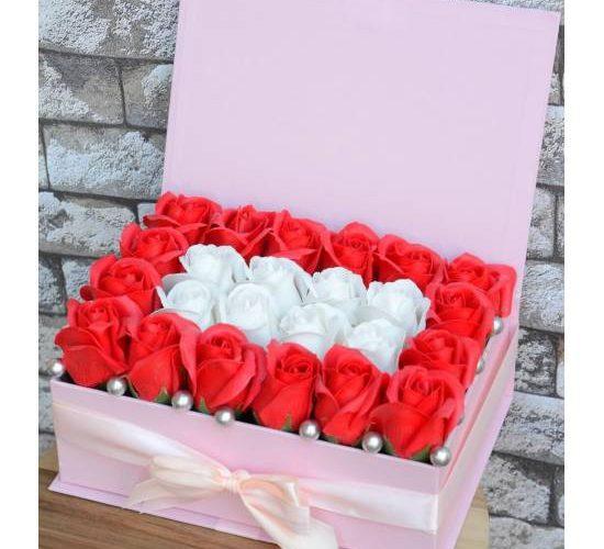 Cui daruiesti trandafiri din sapun?